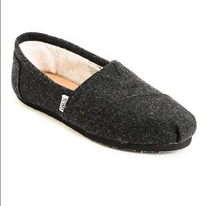 Toms black wool shoes